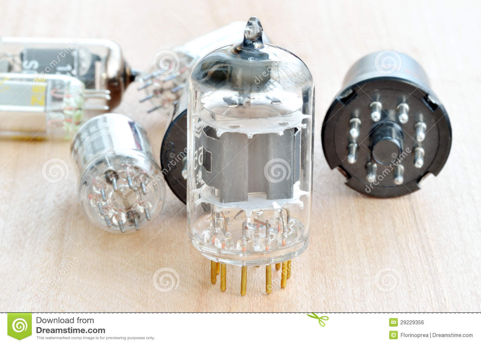 Download Câmaras De Ar De Rádio Do Vácuo Velho Foto de Stock - Imagem de equipamento, vidro: 29229356