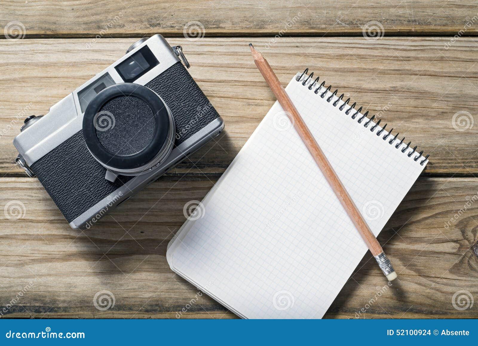 Câmera e caderno
