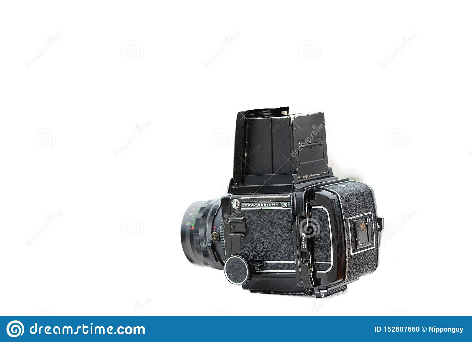 Câmera média retro do formato com fundo branco