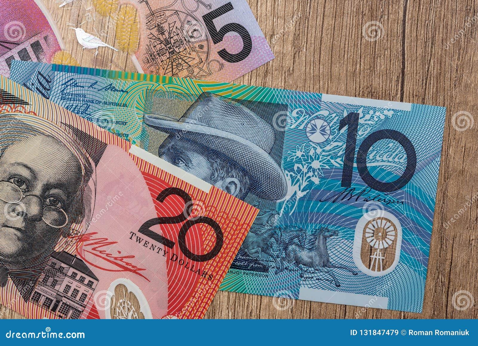 Cédulas do dólar australiano na mesa