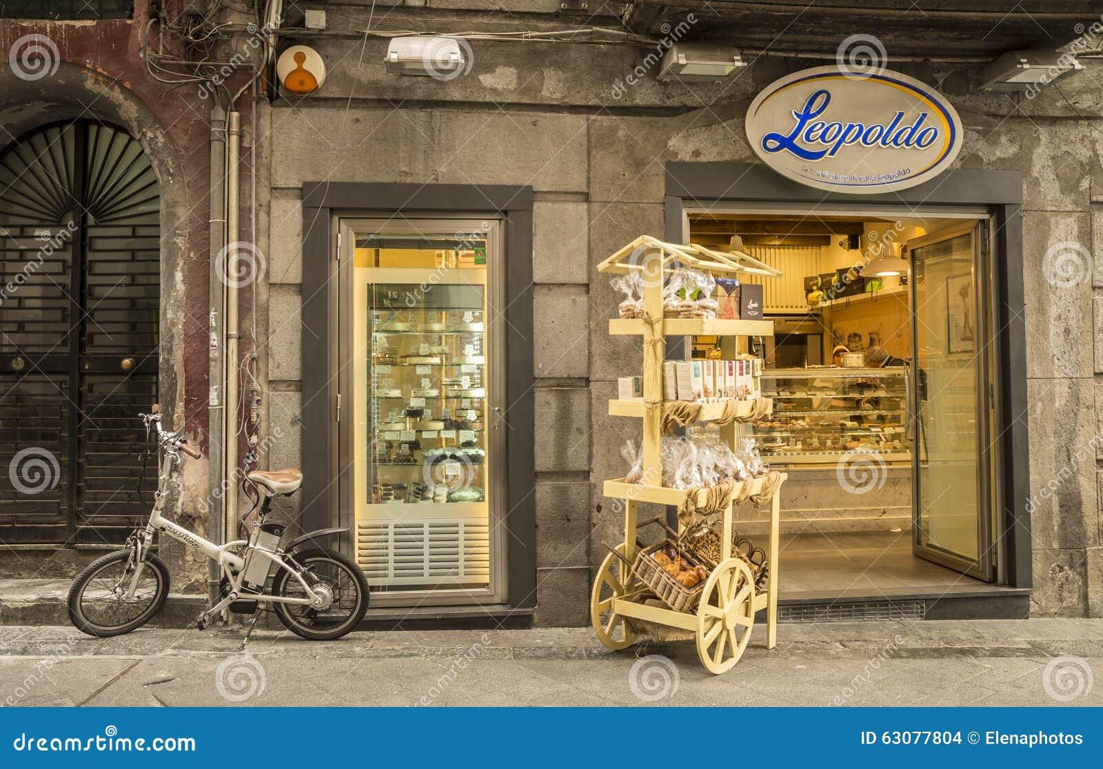 Download Célèbre Par L'intermédiaire De Chiaia à Naples, Italie Image stock éditorial - Image du italien, beau: 63077804
