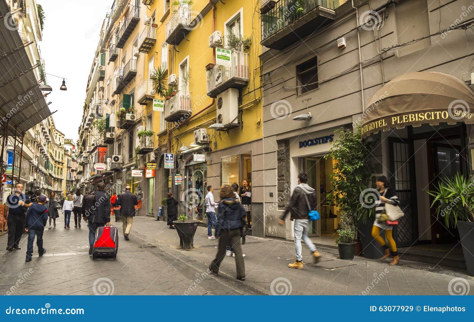 Download Célèbre Par L'intermédiaire De Chiaia à Naples, Italie Image stock éditorial - Image du boutique, centre: 63077929