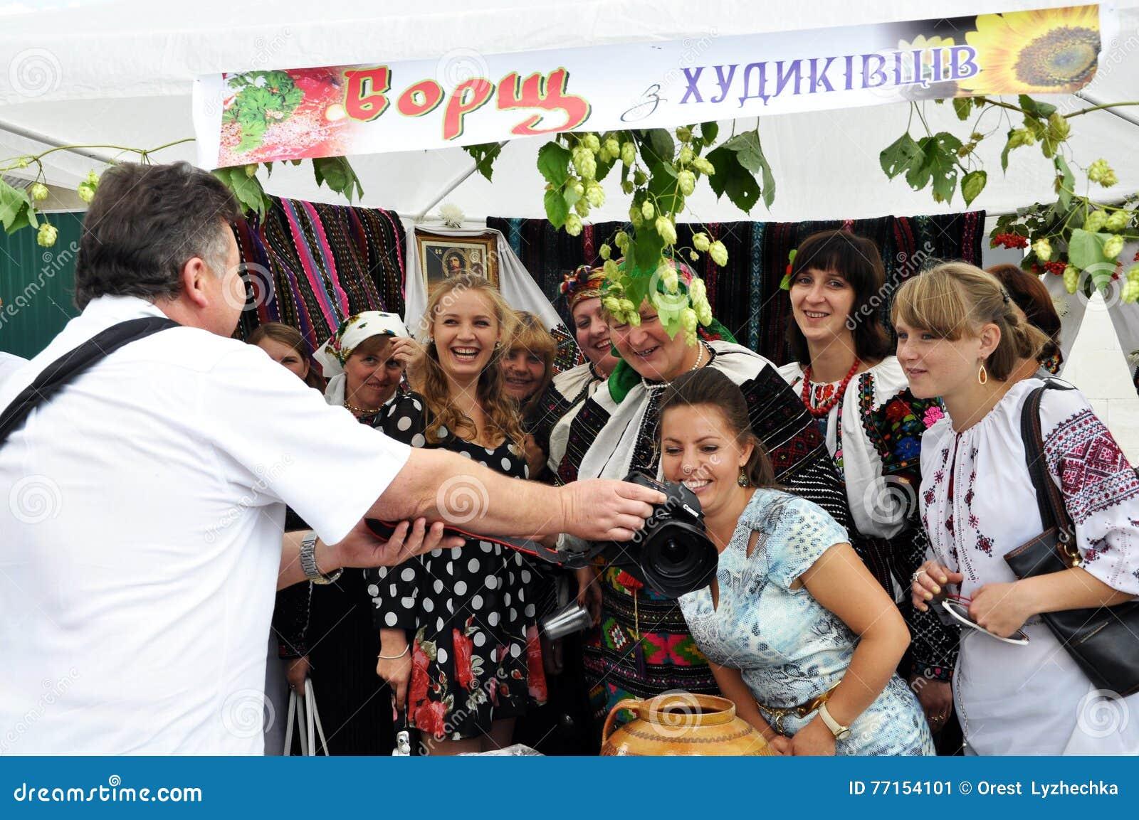 Célébration de la broderie et du borscht_4