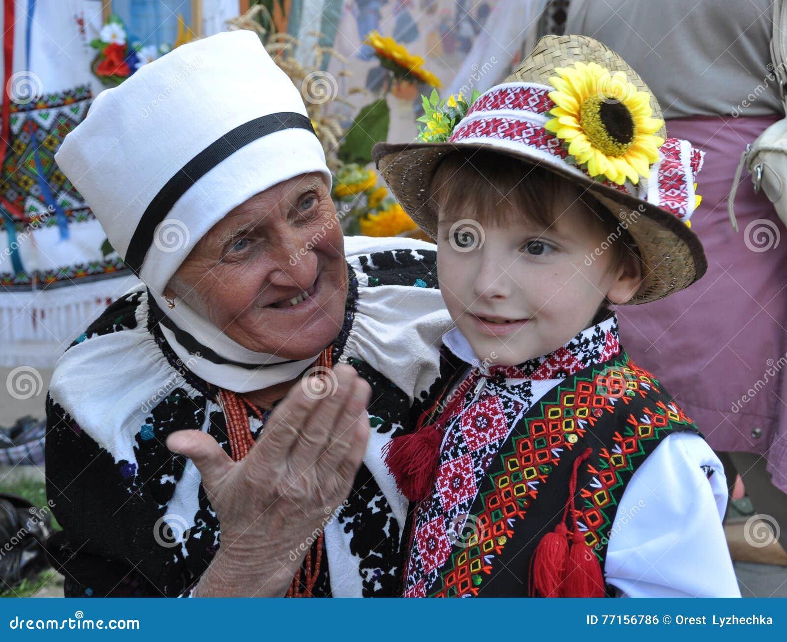 Célébration de la broderie et du borscht_14