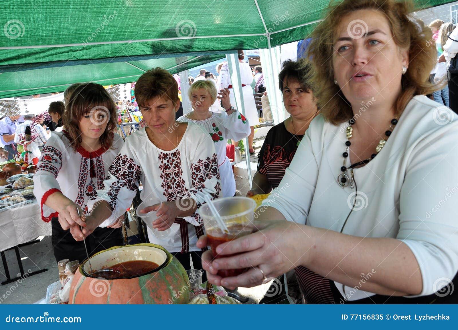 Célébration de la broderie et du borscht_19