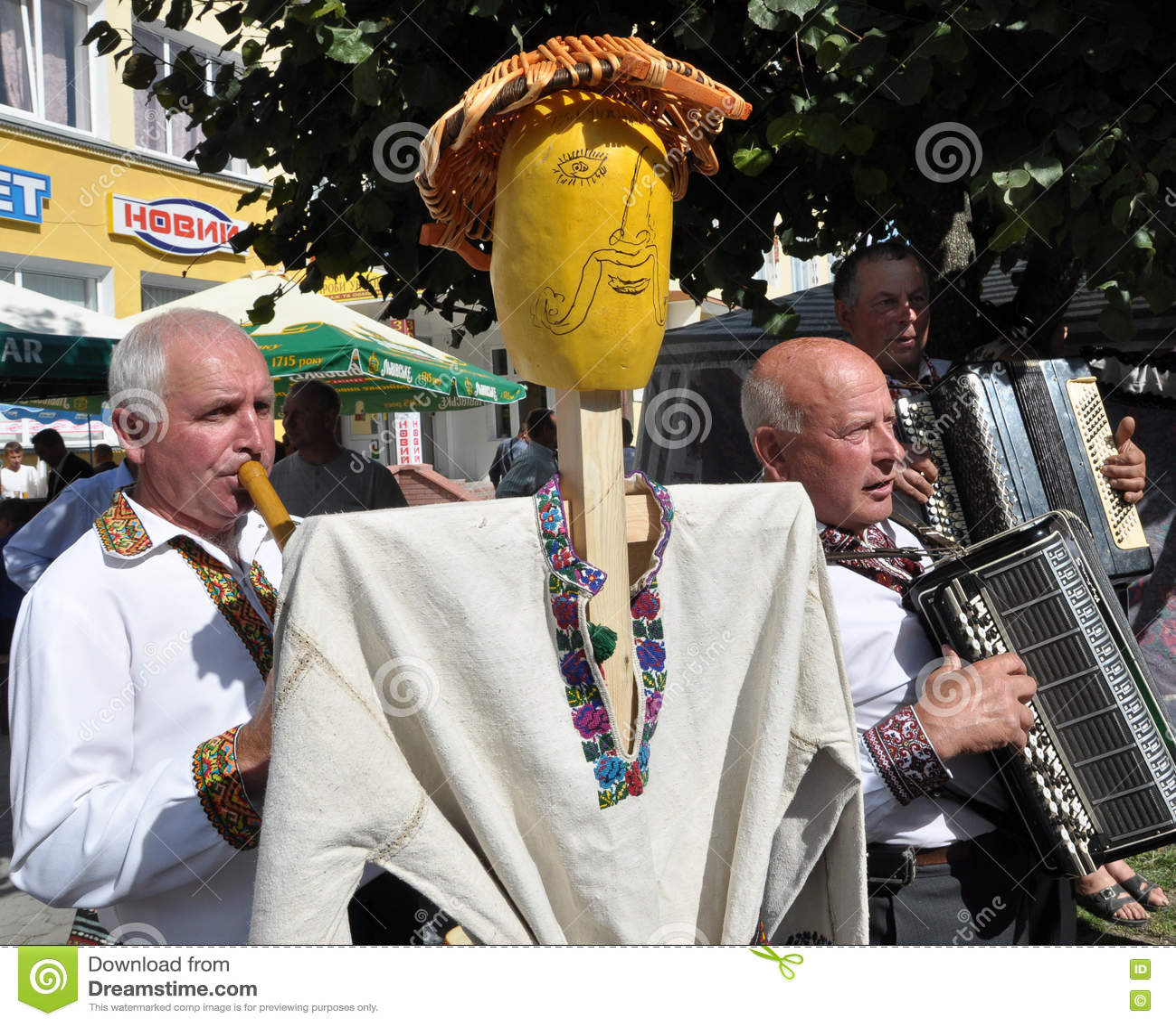 Célébration de la broderie et du borscht_12