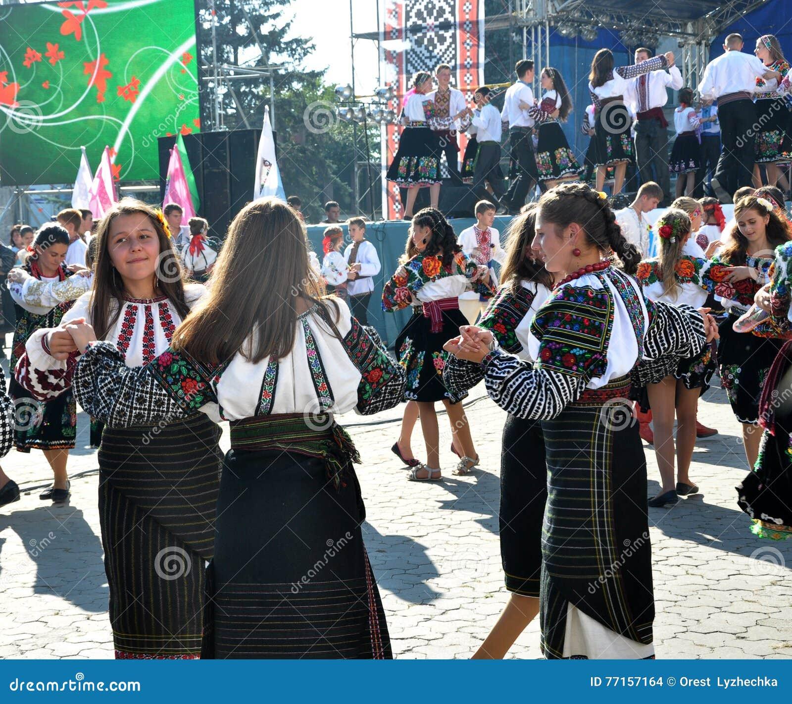 Célébration de la broderie et du borscht_33