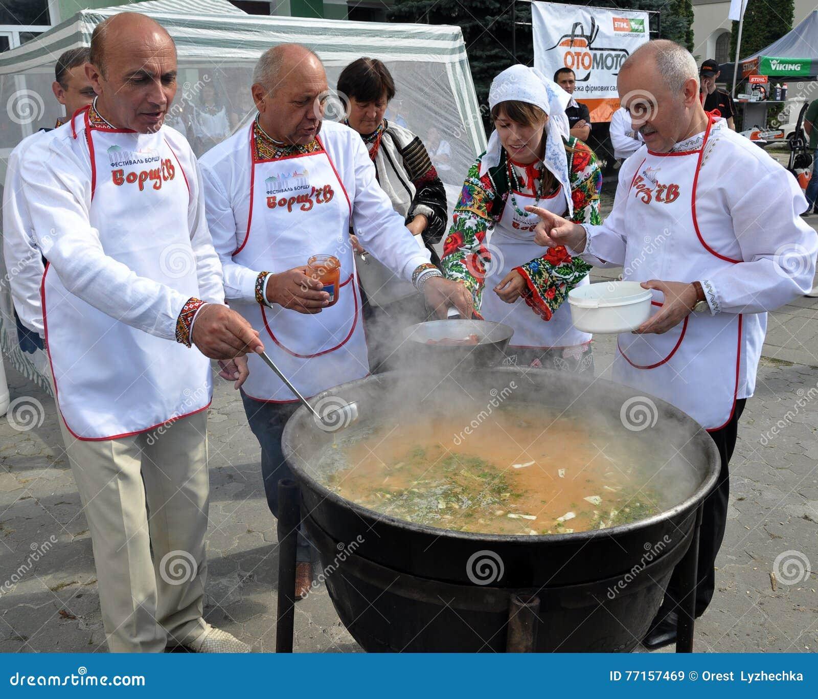 Célébration de la broderie et du borscht_17