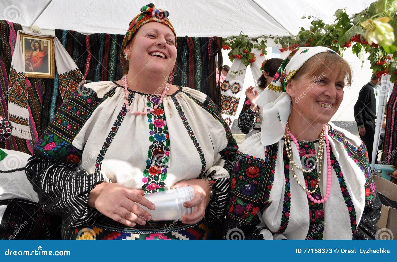Célébration de la broderie et du borscht_23