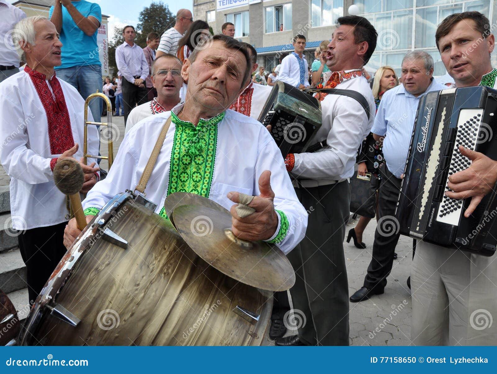 Célébration de la broderie et du borscht_26
