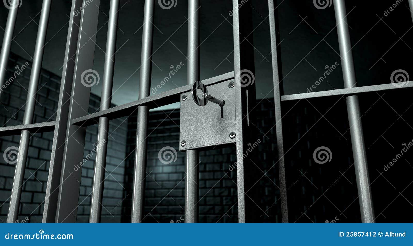 Célula de cárcel con la puerta abierta