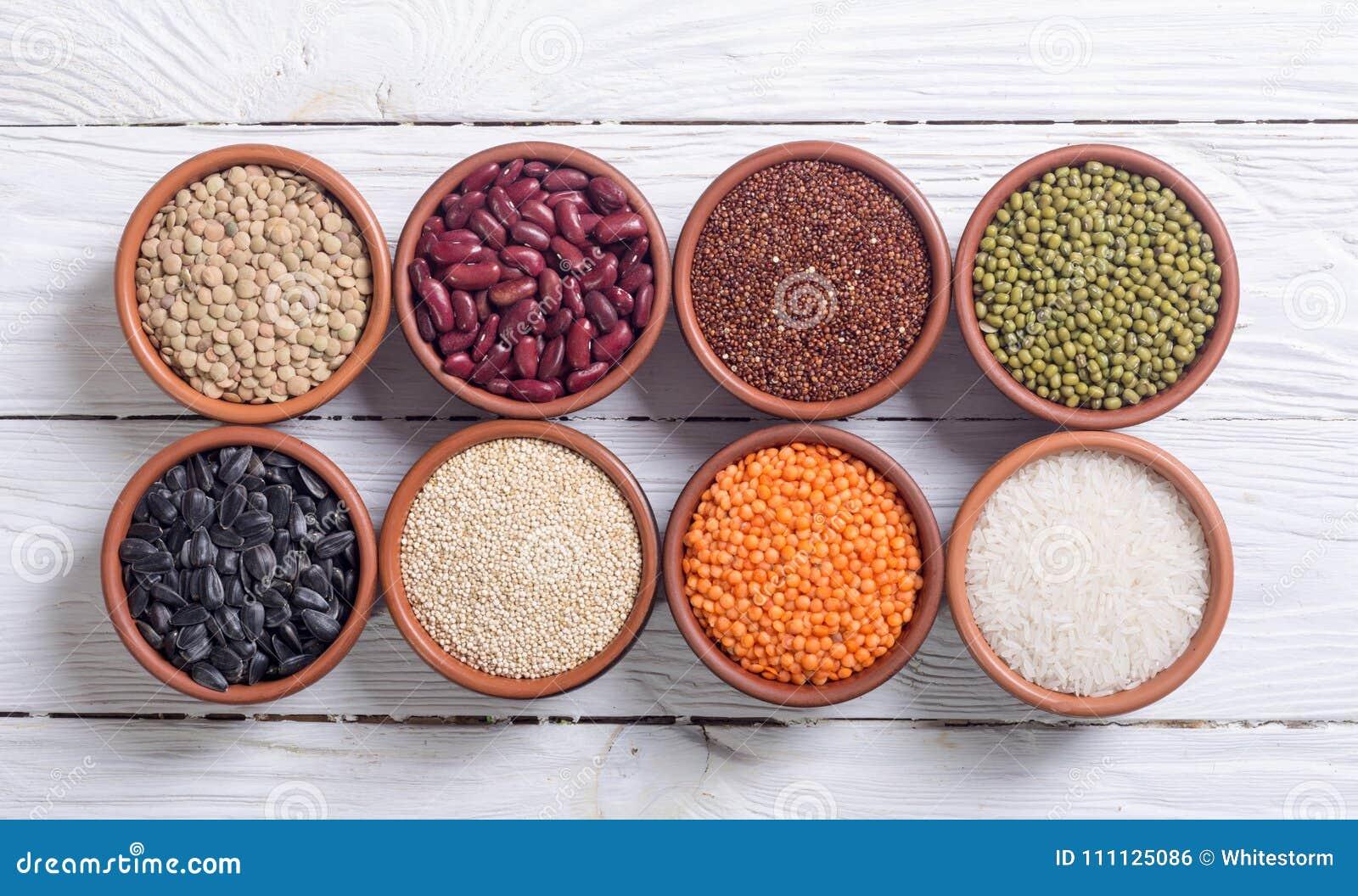 Céréales et haricots dans la cuvette