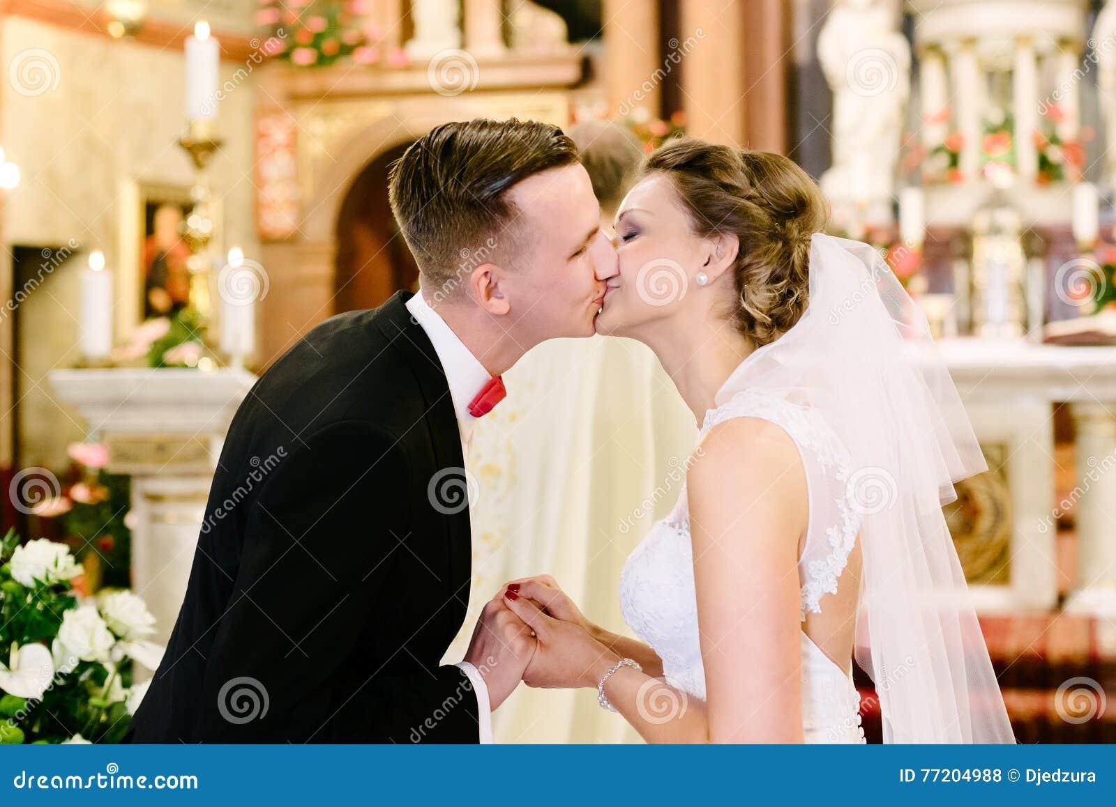 Cérémonie De Mariage Dans L\u0027église Catholique Photo stock