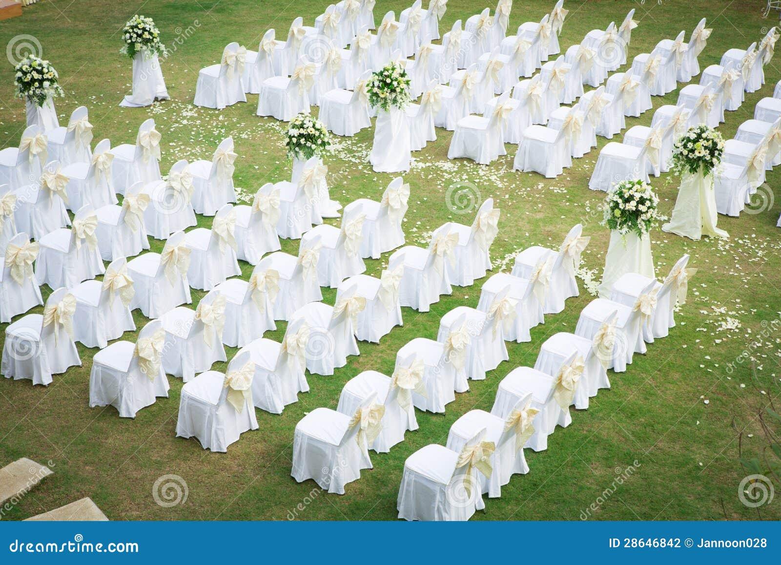 C r monie de mariage dans le beau jardin photographie - Mariage dans son jardin ...