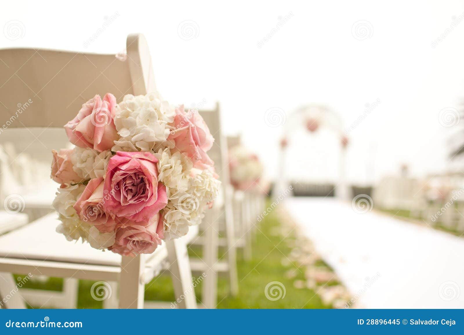 Cérémonie de mariage dans le jardin