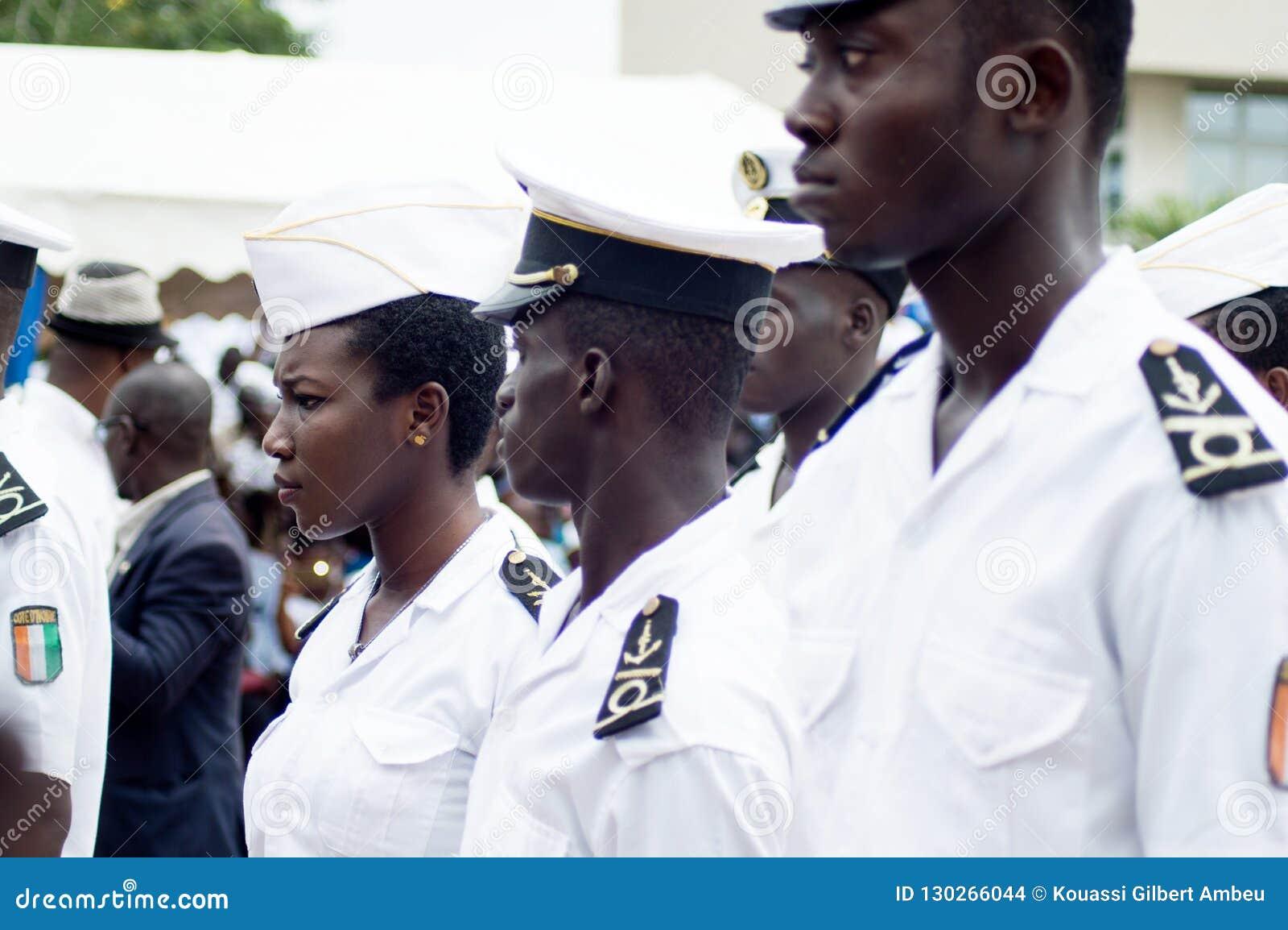 Cérémonie pour de jeunes marins laissant l académie