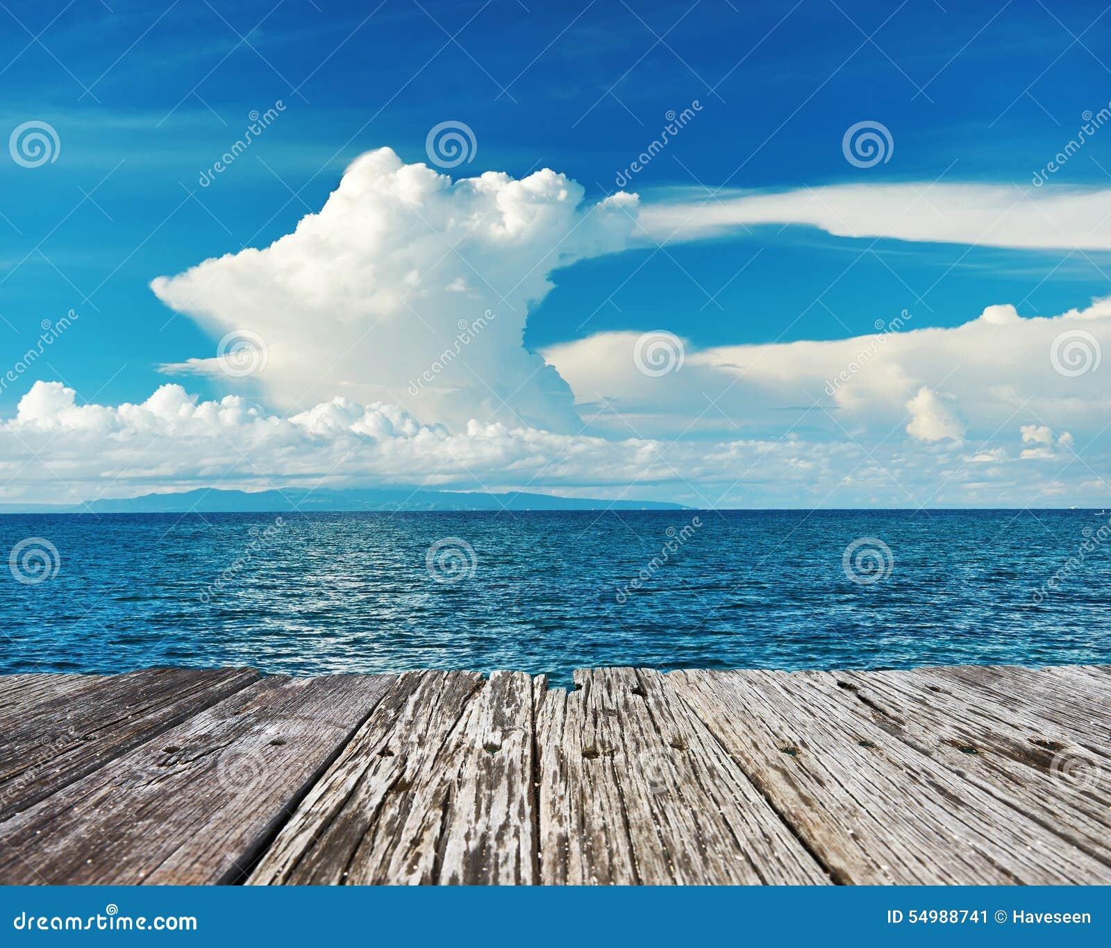 Céu acima do mar