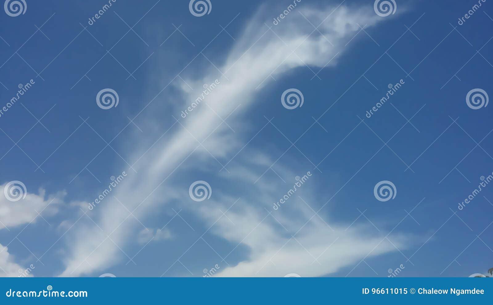 Céu azul bonito