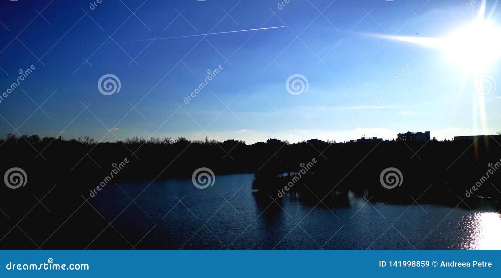 Céu azul profundo