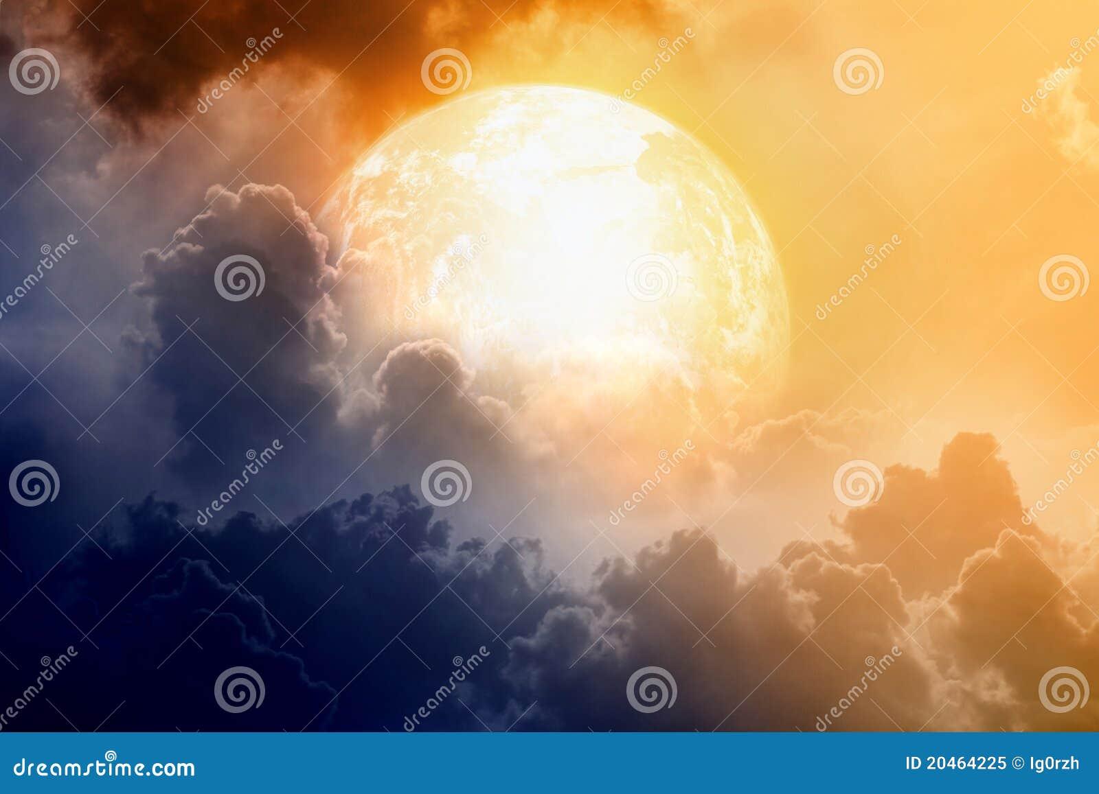 Céu dramático com planeta de incandescência