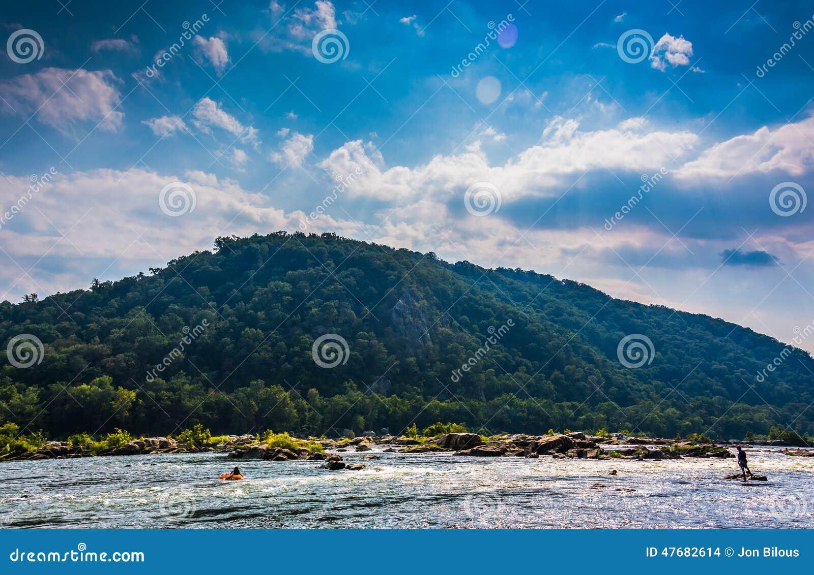 Céu dramático sobre as alturas de Loudoun e o Rio Potomac, Ha próximo