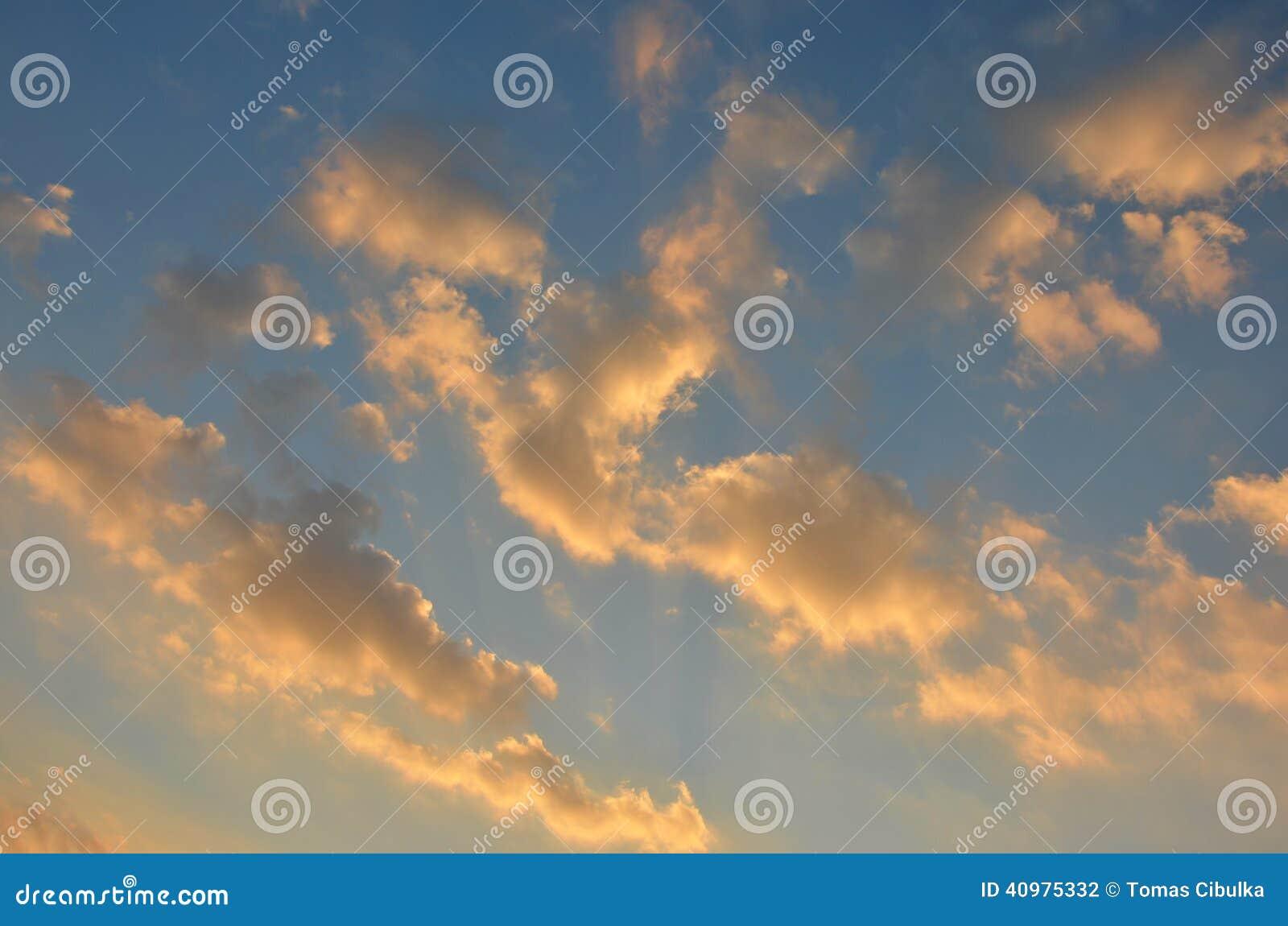 Céu na tarde antes do por do sol