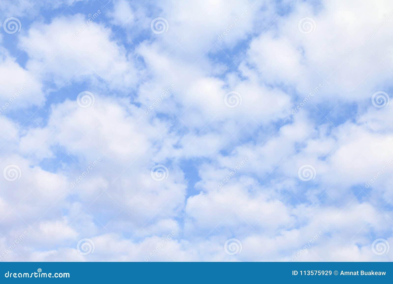 Céu, nuvens macias brancas, fundo macio dos azul-céu da nuvem do céu, nuvem do espaço livre do céu do cloudscape