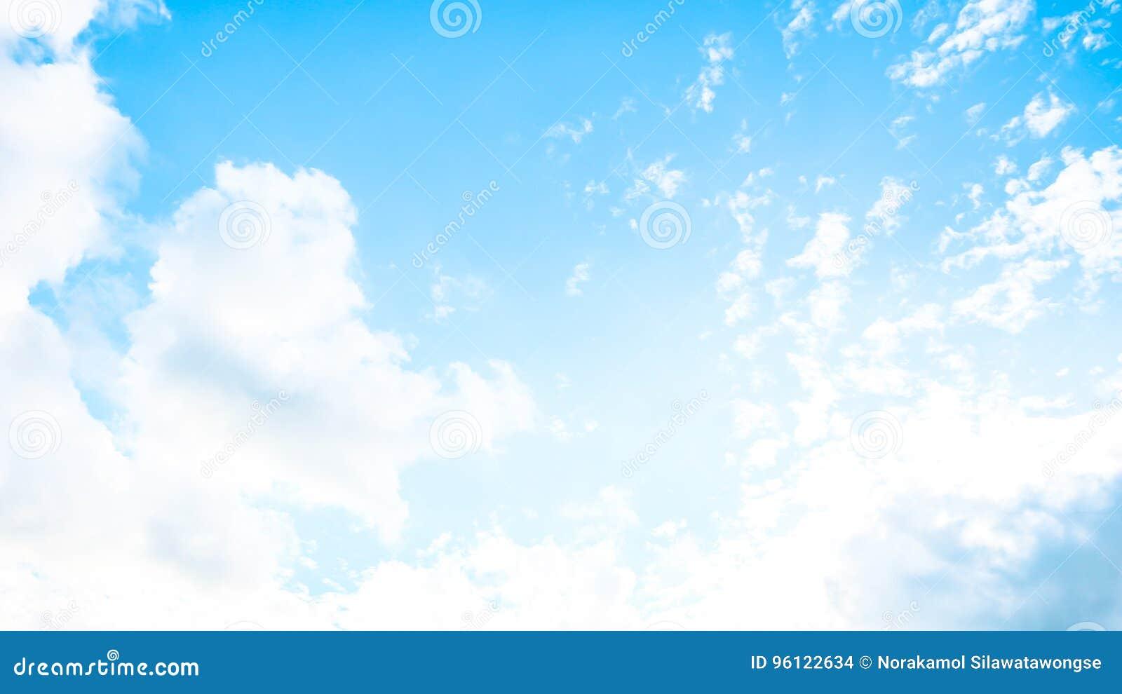 Céu vívido no verão
