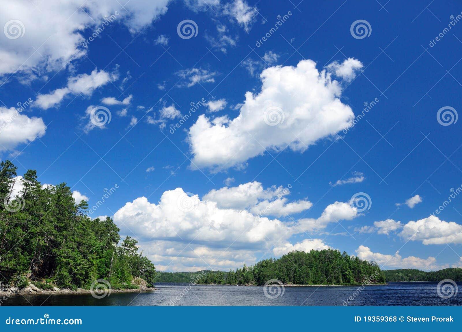 Céus do verão no Quetico