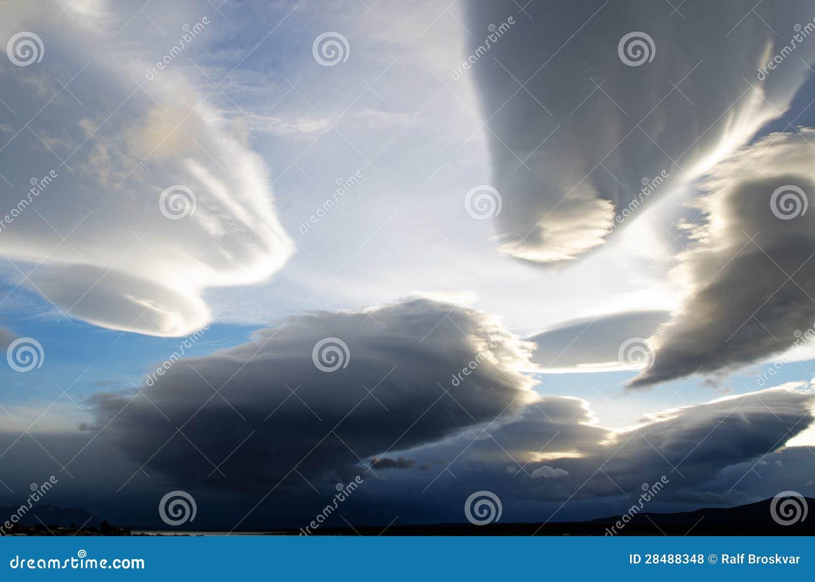 Céus surpreendentes sobre Puerto Natales, o Chile