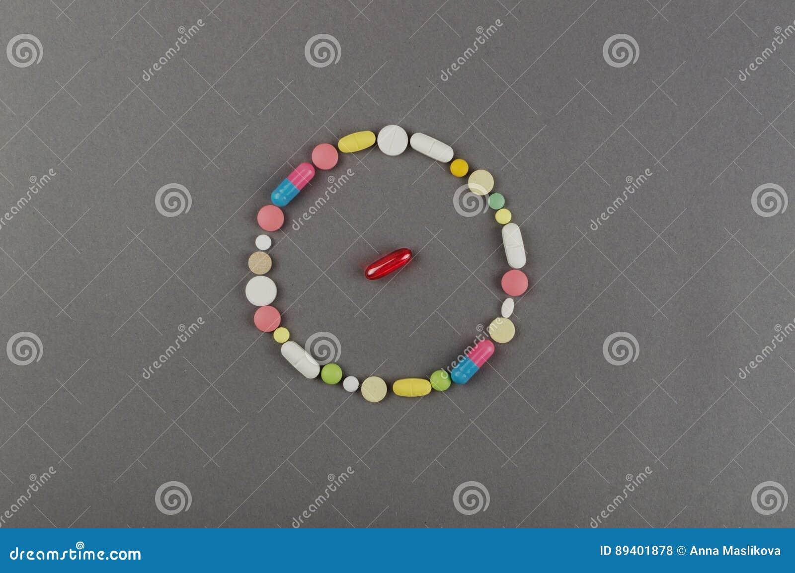 Círculo criado dos comprimidos coloridos Conceito MÉDICO