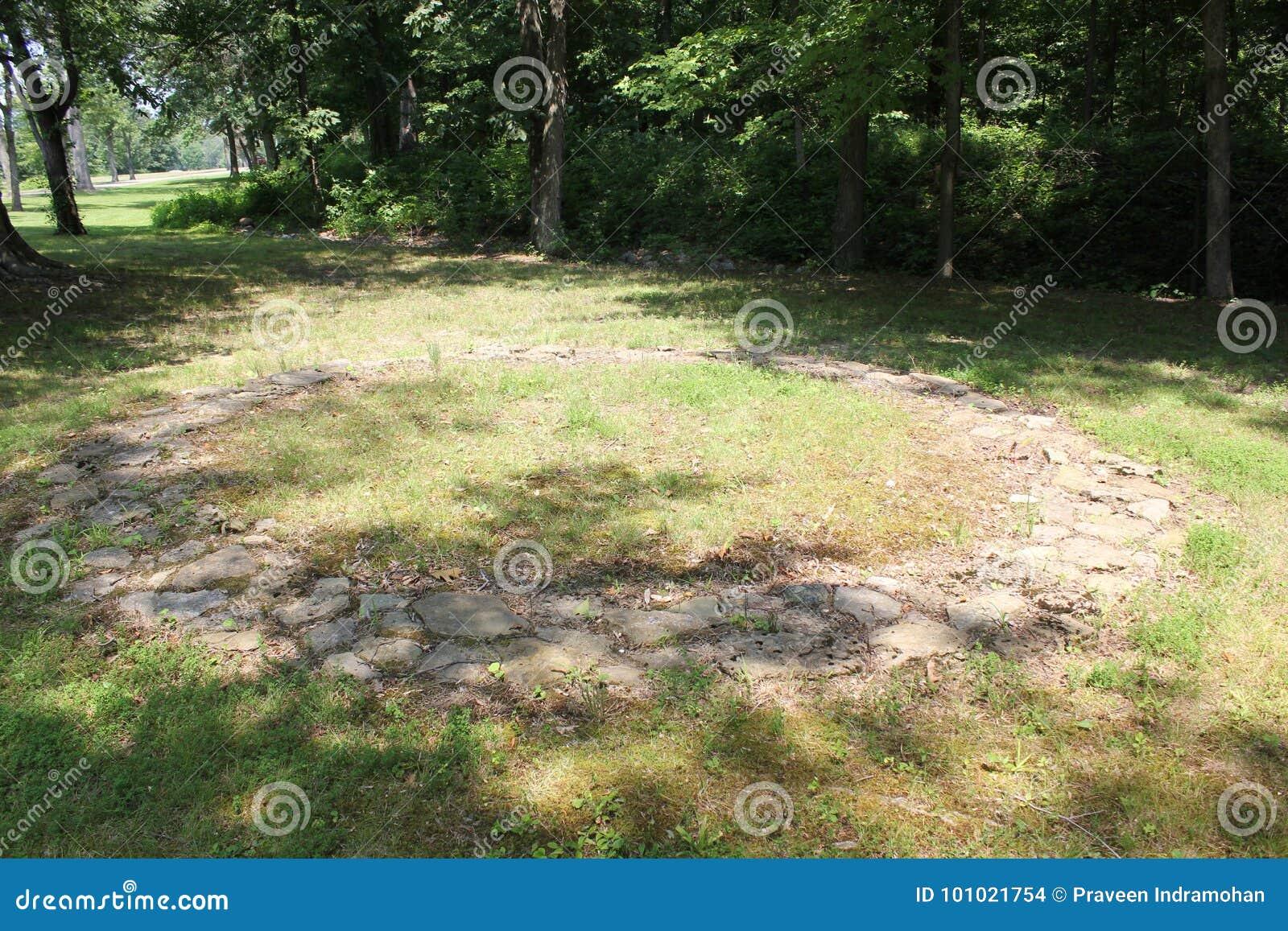 2000 círculos de la piedra de Hopewell de los años en el fuerte antiguo