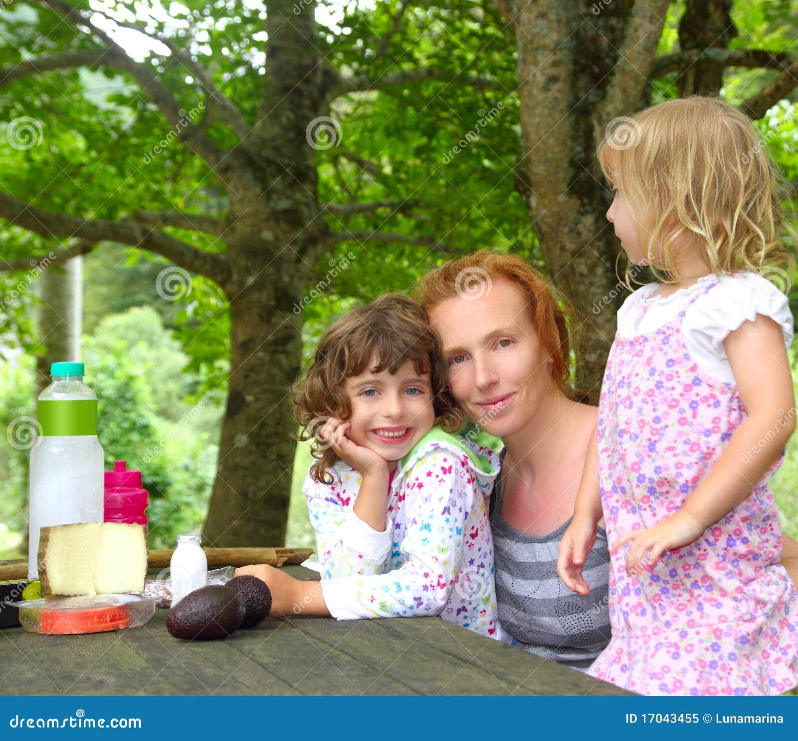 Córki rodziny matki plenerowy parka pinkin
