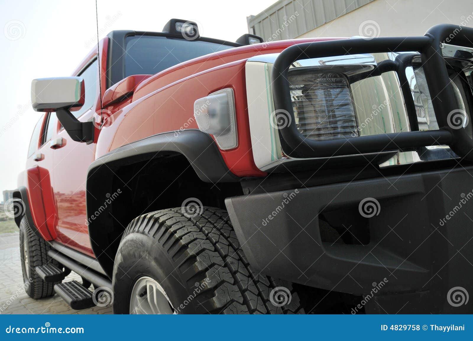 Côté rouge du Hummer H3
