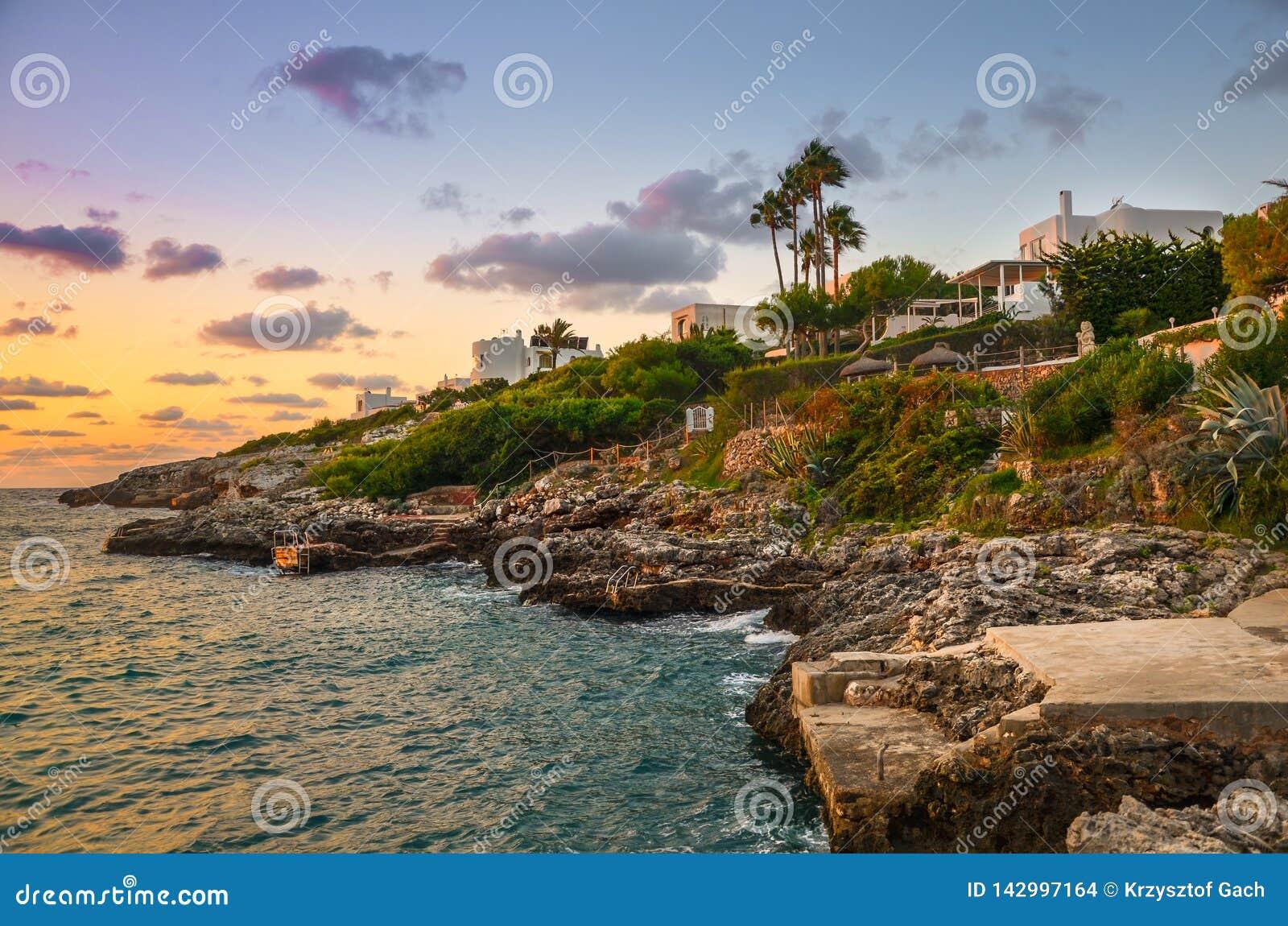 Côte rocheuse de l île espagnole de Majorque