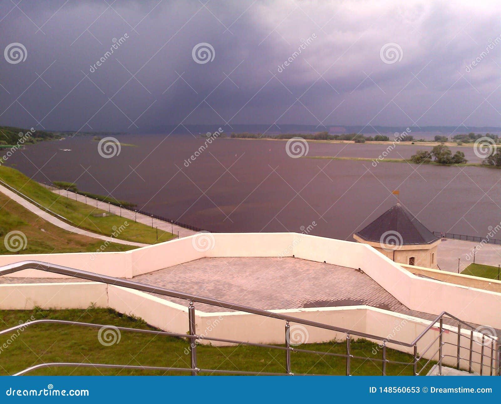 C ? un temporale sul fiume