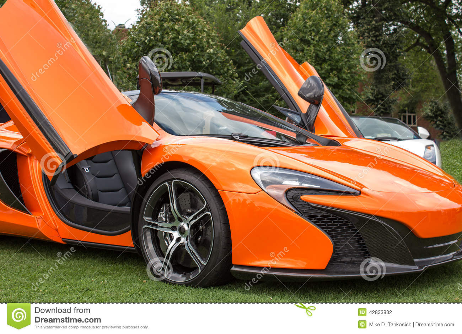 C 244 T 233 Droit Orange De Voiture De Sport Photo Stock Image