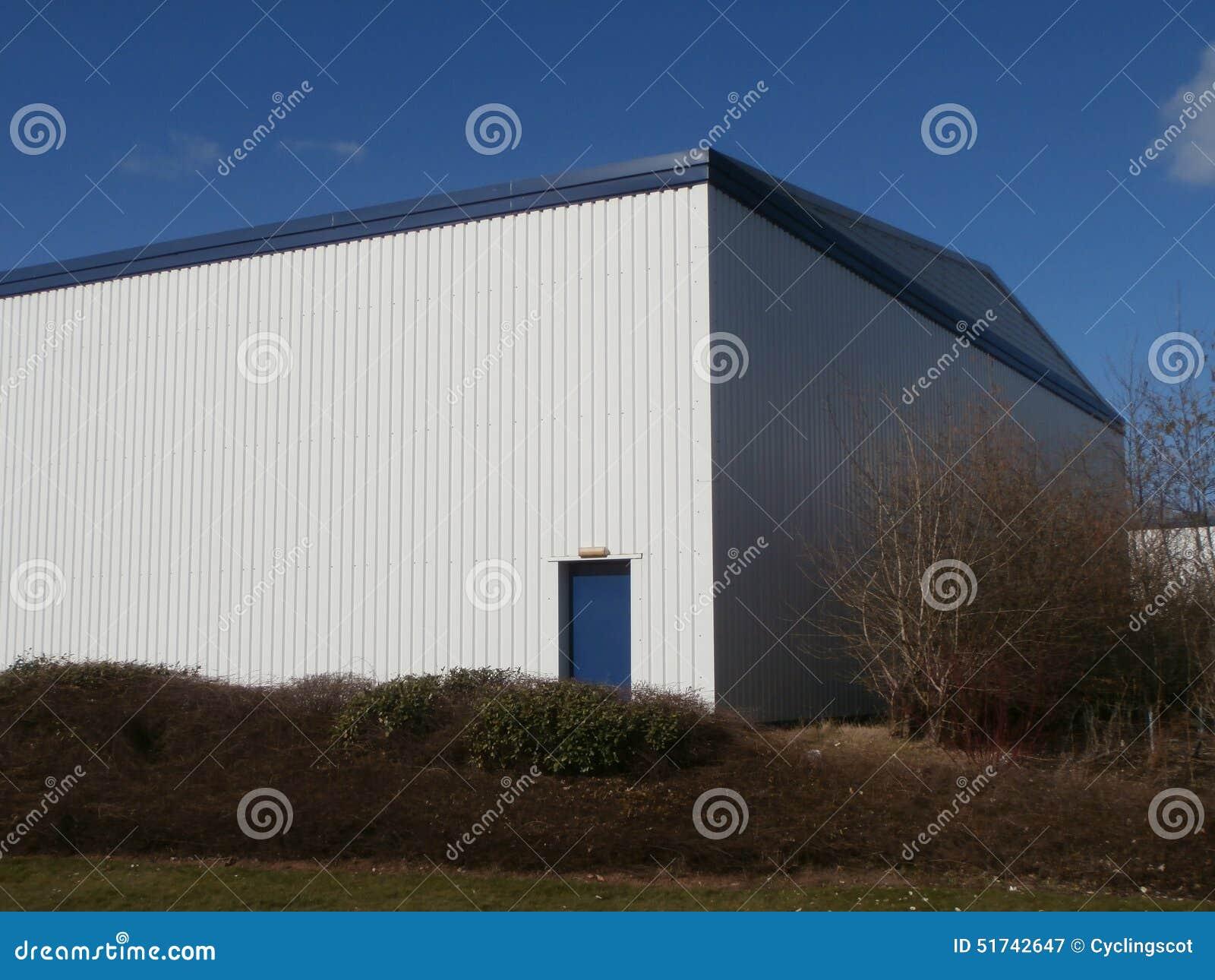 côté du bâtiment industriel moderne image stock - image du moderne