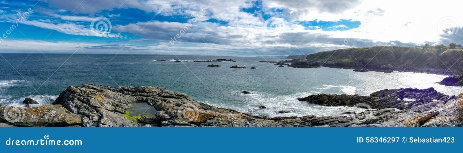Côte Est de rivage rocheux de l Ecosse - photo de panorama