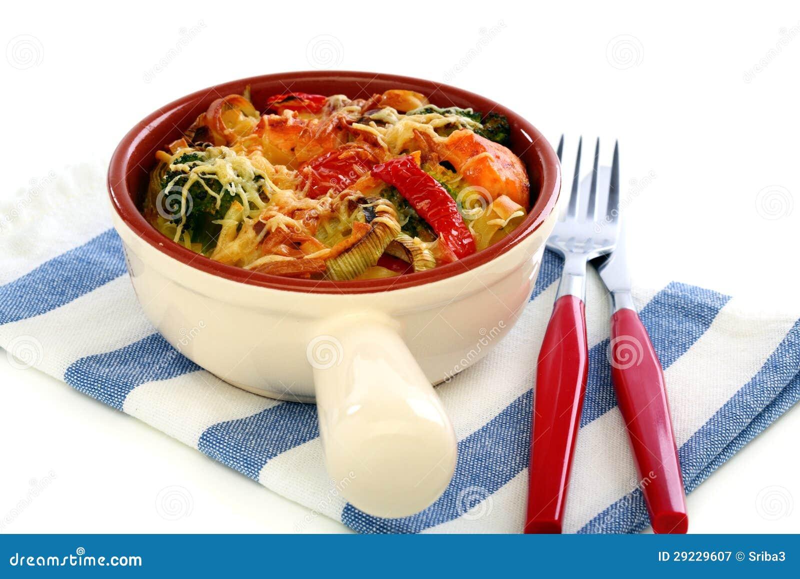 Download Caçarola Da Massa, Dos Vegetais E Do Queijo. Imagem de Stock - Imagem de noodles, alimento: 29229607