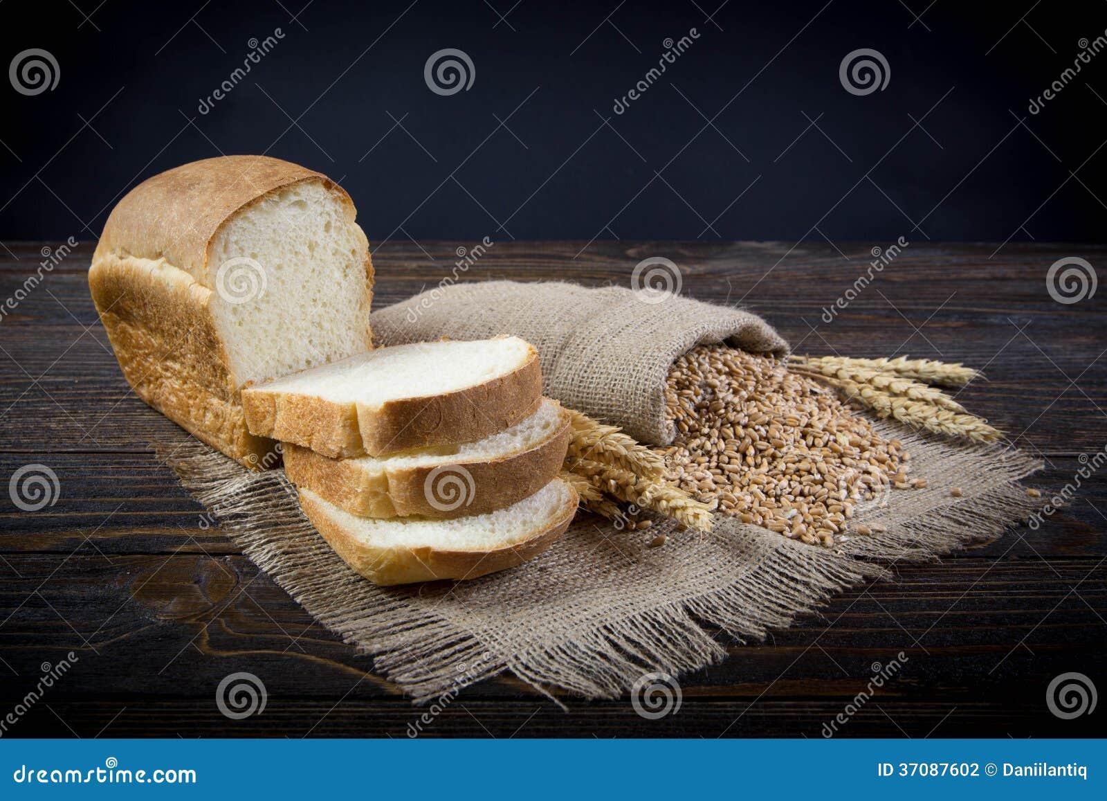 Download Całość zbożowego chleba zdjęcie stock. Obraz złożonej z tło - 37087602