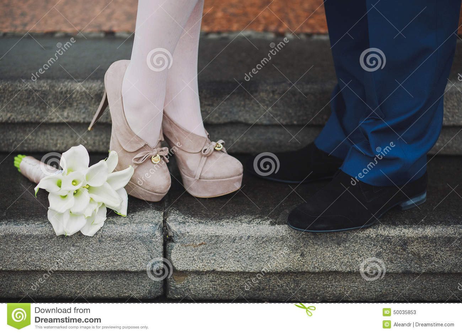 Фото подруга целует ноги подруге 19 фотография