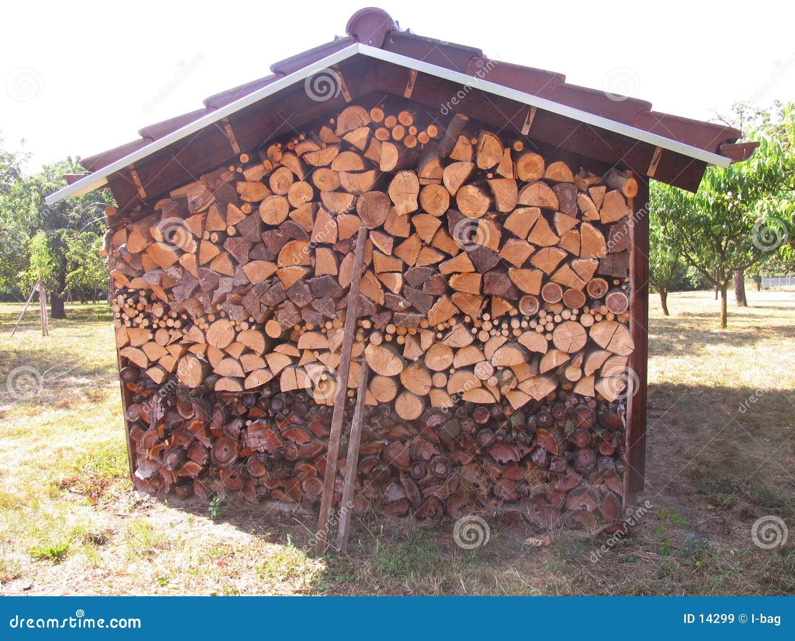 Cabaña de madera de la pila