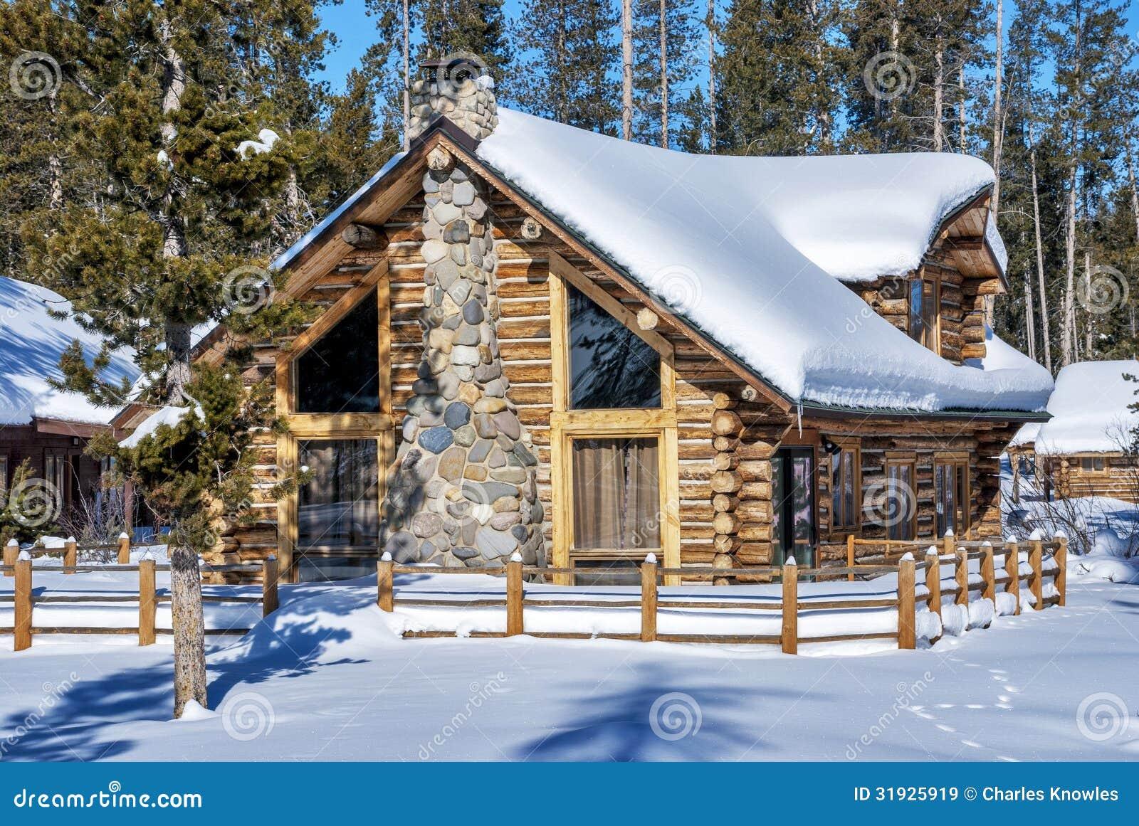 Caba a de madera en el bosque del invierno de idaho - Cabana invierno ...