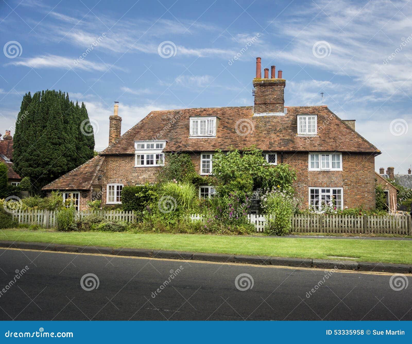 Caba a inglesa del pa s foto de archivo imagen 53335958 for Piani di casa cottage inglese