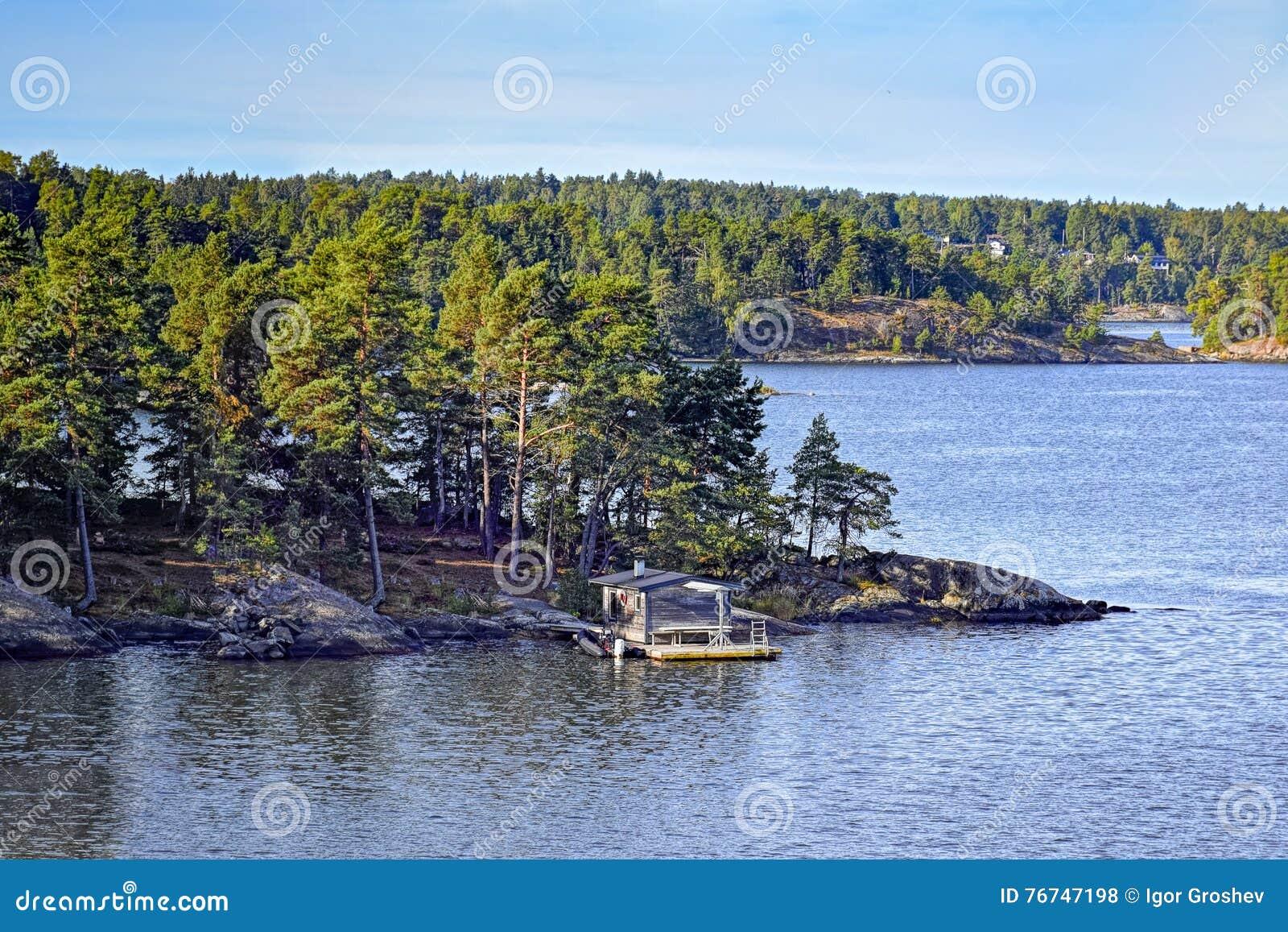 Resultado de imagen de isla con una cabaña de madera