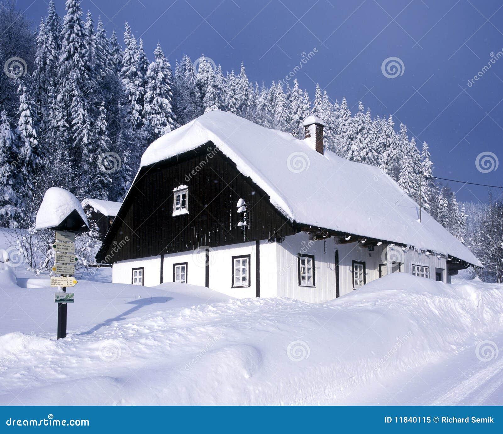 Caba a en invierno foto de archivo libre de regal as imagen 11840115 - Cabana invierno ...