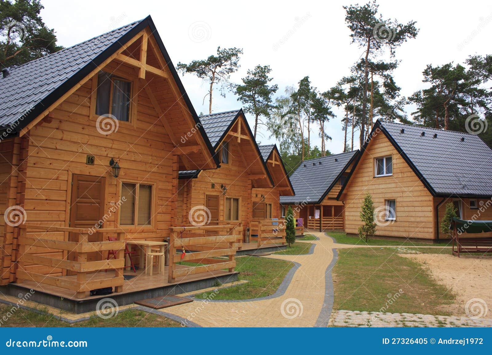 Caba as de madera del d a de fiesta foto de archivo libre - Cabanas de madera los pinos ...