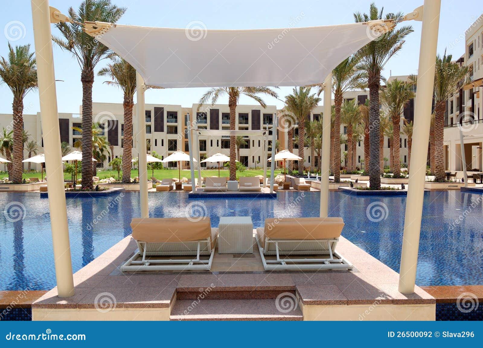 Cabana na piscina do hotel de luxo