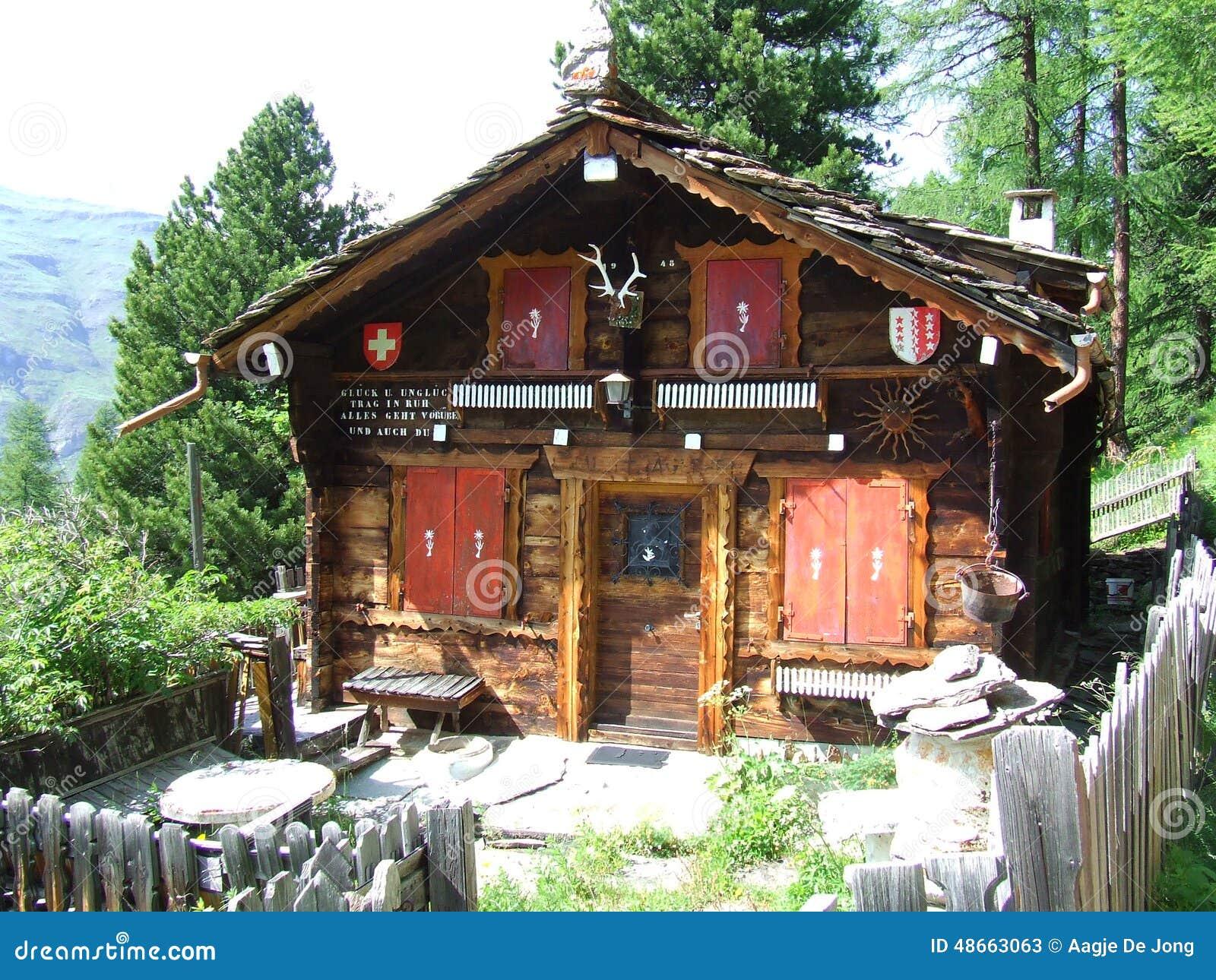 Cabana su a da montanha em su a foto de stock imagem 48663063 - Berghut foto ...